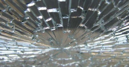 Как себя вести, когда разбился стеклопакет