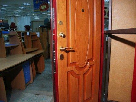 От чего зависит надежность металлических дверей?