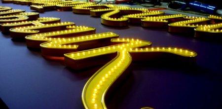 Светодиодная подсветка витрин: выгодное решение для красочной рекламы