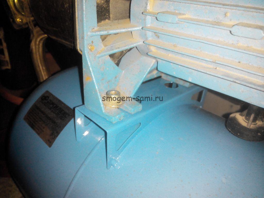 Крепление насосной автоматикики к гидроаккумулятору