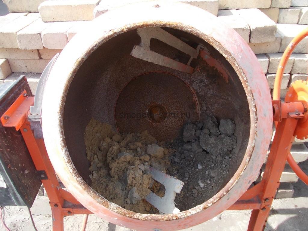 замешивание бетонного раствора в бетономешалке своими руками