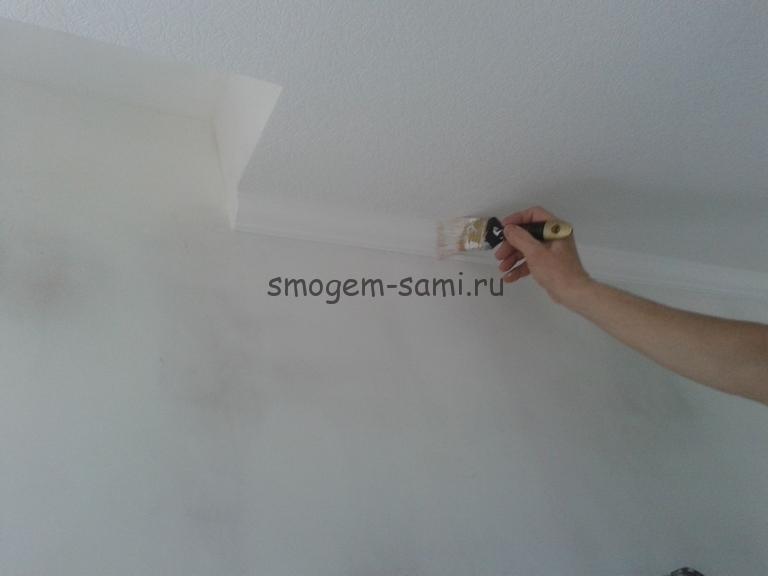 отделка потолка виниловыми обоями покраска