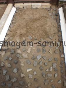 уплотнение дорожки шебенкой и песком