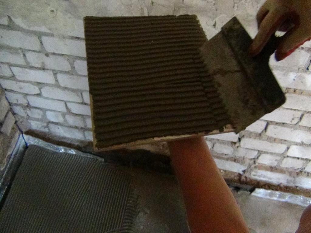 как уложить керамическую плитку на пол в бане