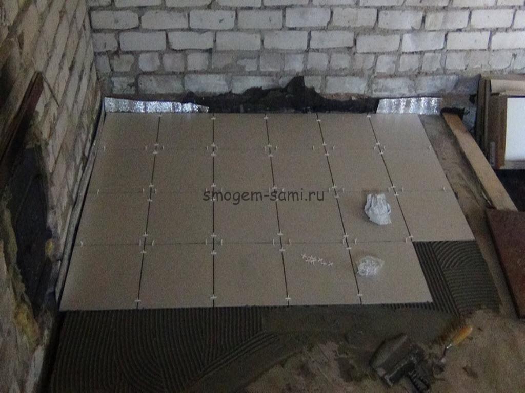 уложит плитку на бетон