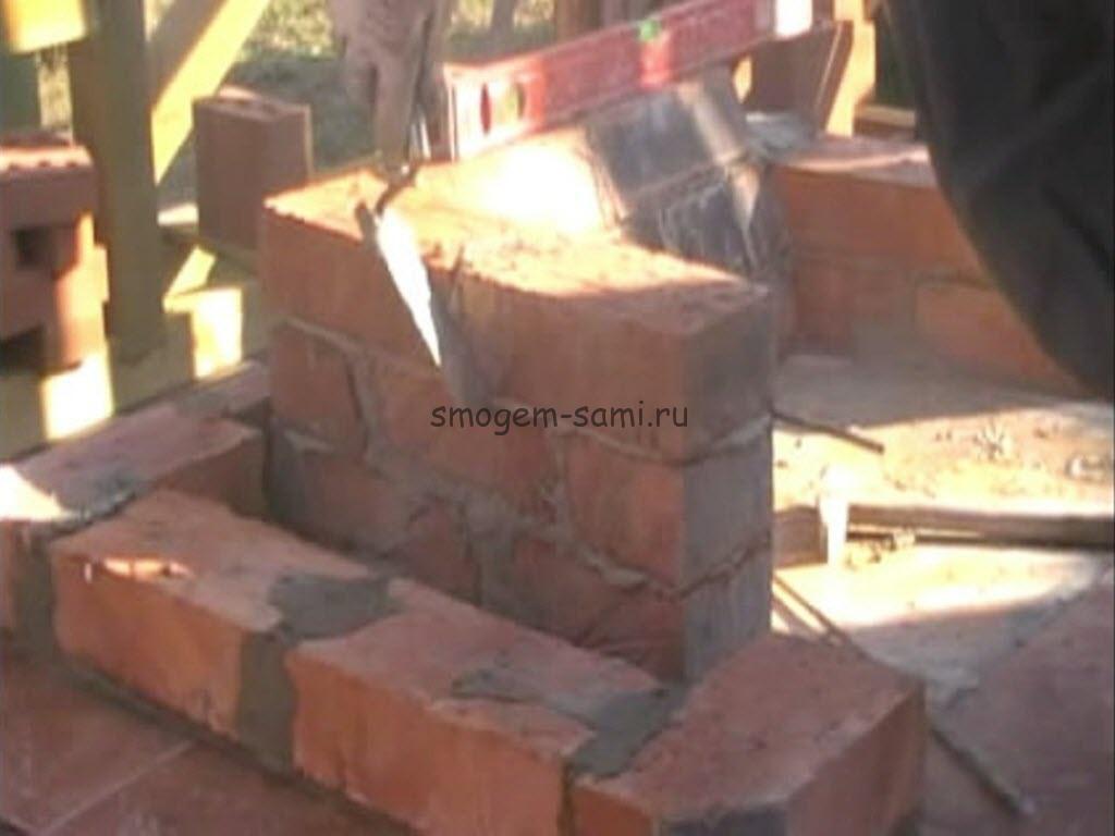 как сделать камин из кирпича с дровницей