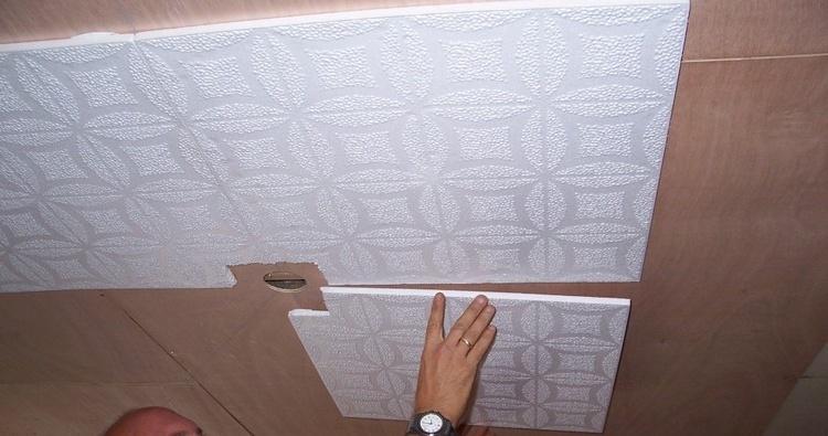 Отделка потолка полистирольной плиткой фото