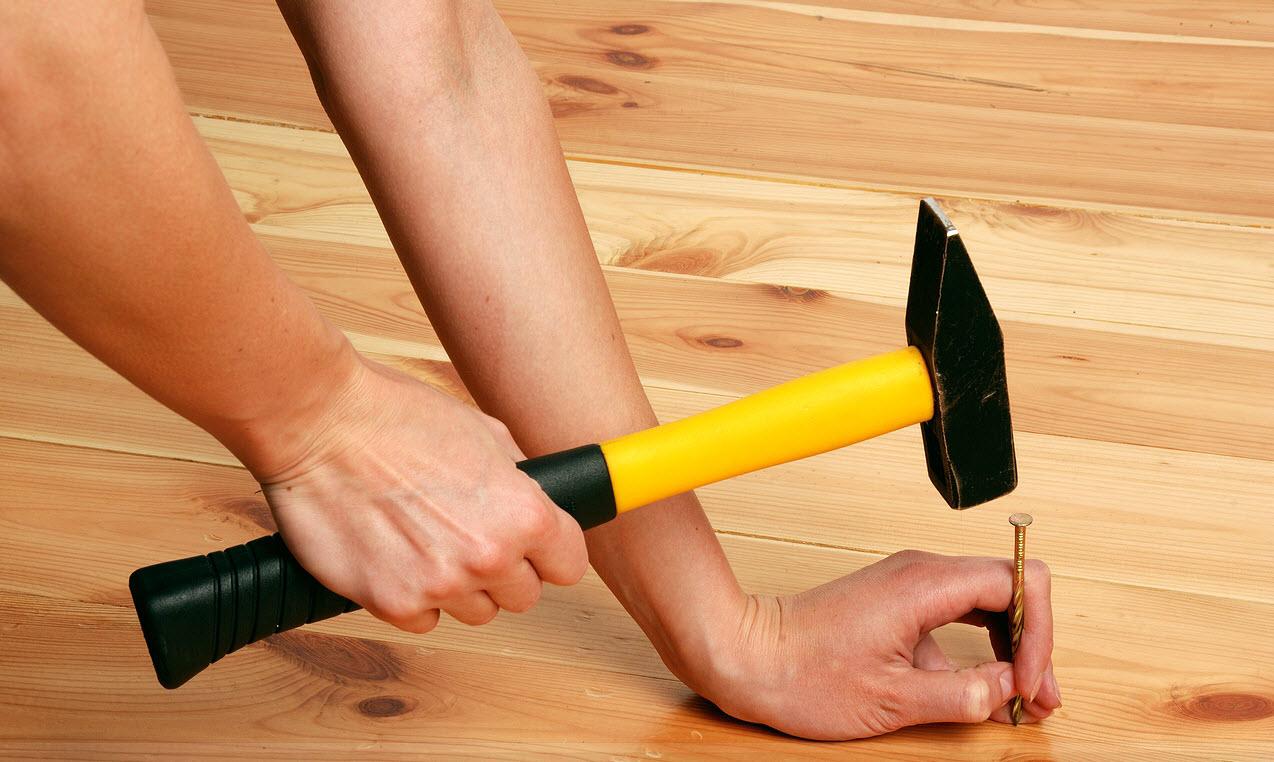 Устранение скрипа деревянного пола в квартире своими руками