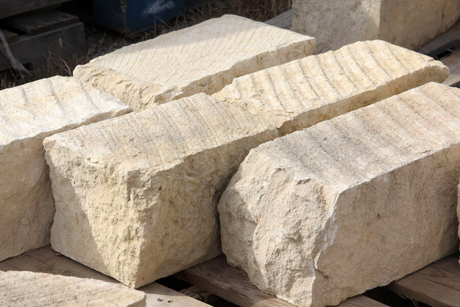 izvestnjak-kamenj-bloki